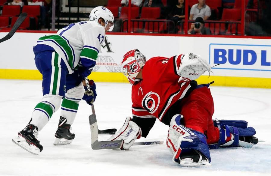 Canucks Hurricanes Hockey (4)